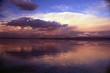 reflejo de nubes en el atardecer