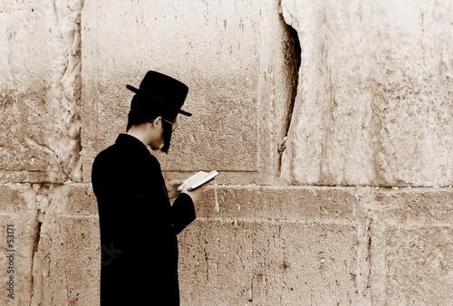 Fototapeta jew is praying by the western wall, jerusalem obraz