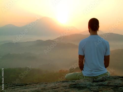Obraz man sunrise meditatiion - fototapety do salonu