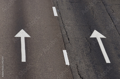 Fotografía arrows on the road