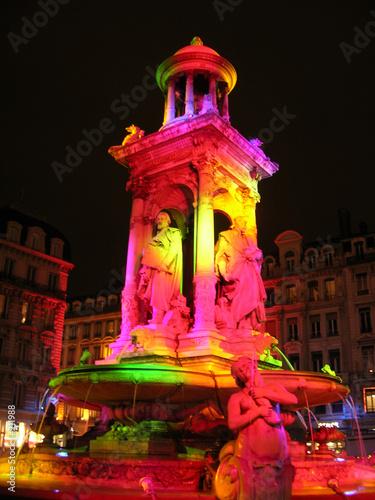 Fotobehang Fontaine fontaine coloré à lyon