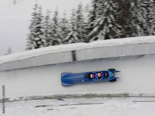Canvas-taulu un bobsleigh dans un virage