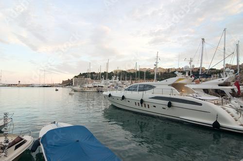 Foto auf Gartenposter Stadt am Wasser schiffe in montecarlo
