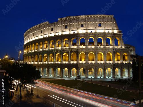 Photo  kolloseum in rom mit verkehr