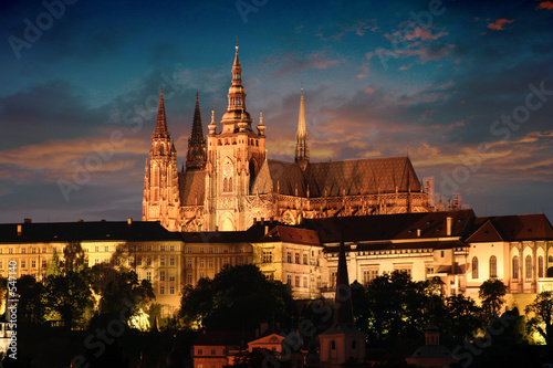 Obraz prague in the night - fototapety do salonu