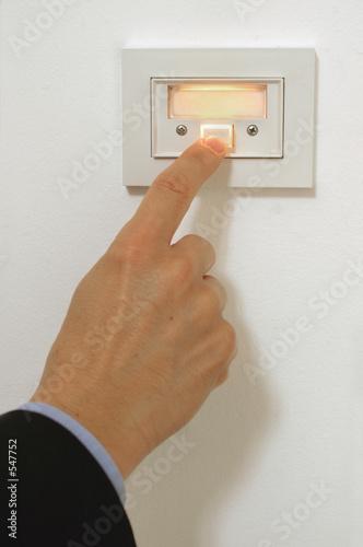 Photo  pressing doorbell