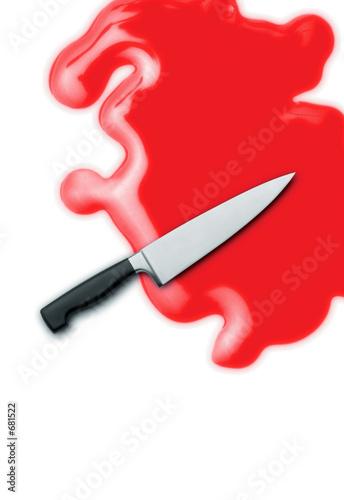 Photo couteau dans flaque de sang