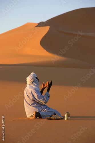 prière dans le désert Slika na platnu