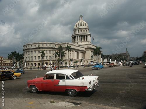 Staande foto Havana oldtimer in havanner vor dem capitol
