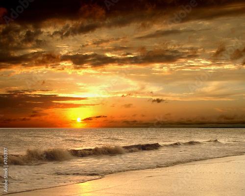Fototapeta sunset on the beach obraz