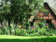 Reetdachkate Mit Bauerngarten