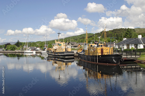 harbour at caledonian canal Tablou Canvas