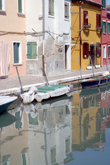 Fototapeta na wymiar the colorful streets and canals of burano, venice