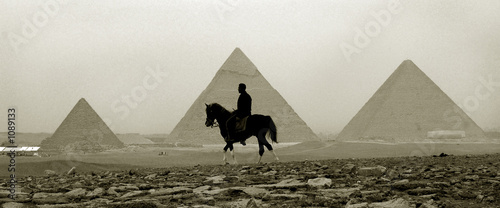 Photo pyramids in giza
