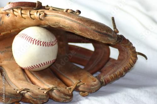 Deurstickers Retro baseball in a glove