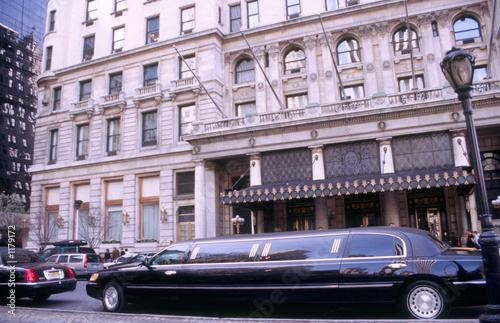 Photo Stands New York limosine in front of plaze hotel