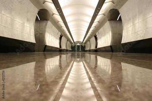 puste piętro stacji metra