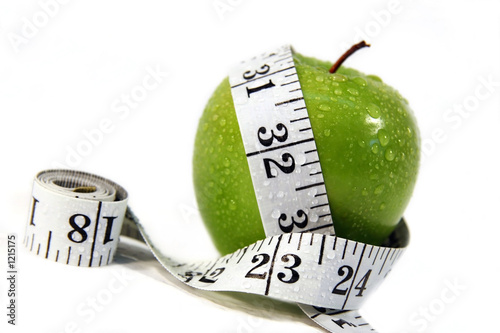 jablko-i-tasma-pomiarowa