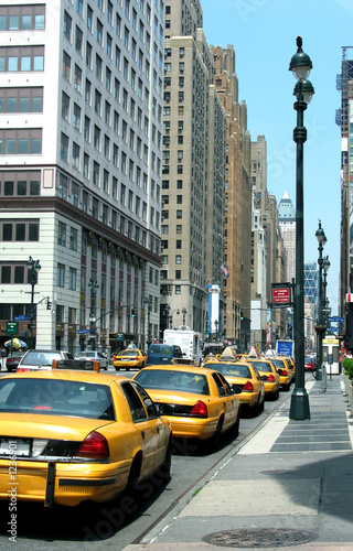 Foto auf AluDibond New York TAXI yellow cab stand in new york
