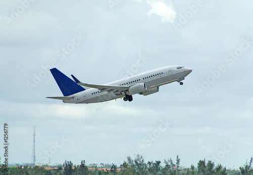 Tuinposter Helicopter boeing 737 passenger jet taking off