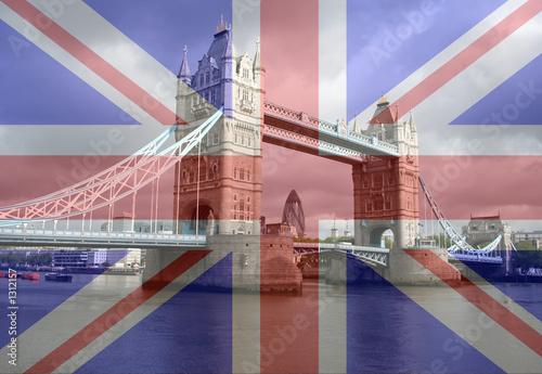 Photo tower bridge and london skyline