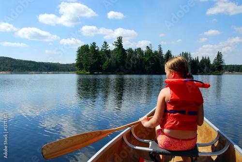 Papel de parede child in canoe