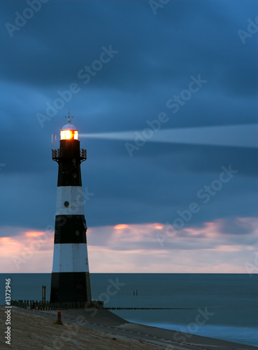 Stickers pour porte Phare lighthouse in the dusk