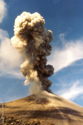 Deurstickers Vulkaan eruption du karimsky