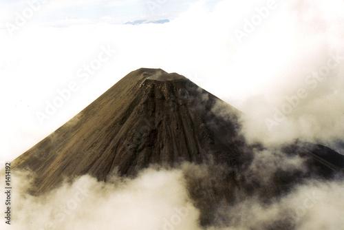 La pose en embrasure Volcan karimsky vu du d'helico