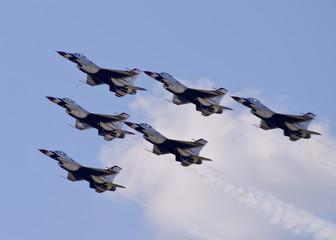 Fototapeta Militaria thunderbird flyover