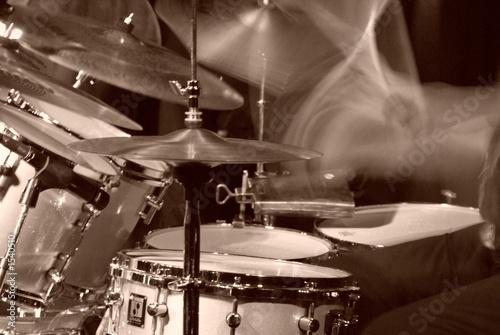 perkusja-zadymione-tlo