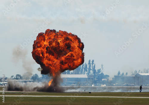 Valokuva  large ground explosion