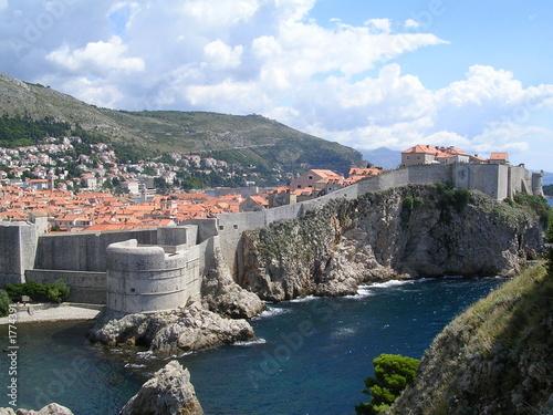 In de dag Mediterraans Europa remparts de dubrovnik couchés sur la mer