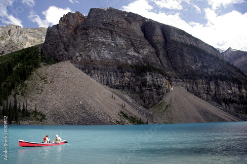 Foto op Aluminium Arctica canoe on moraine lake