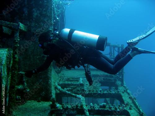 Photo Stands Shipwreck wreck diver