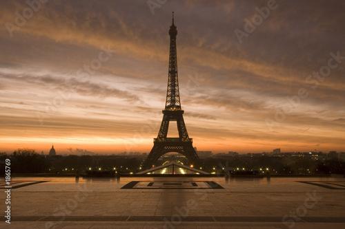 Deurstickers Eiffeltoren eiffel at dawn