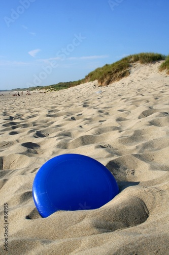 Photo frisbee in sand