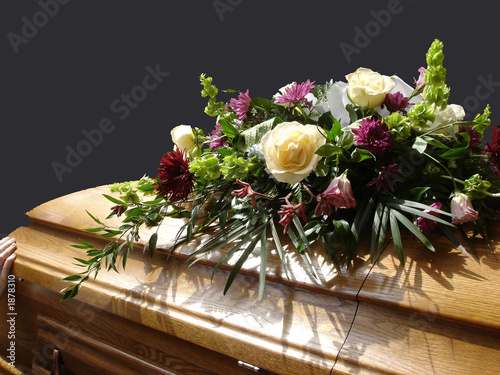 Foto casket with flowers