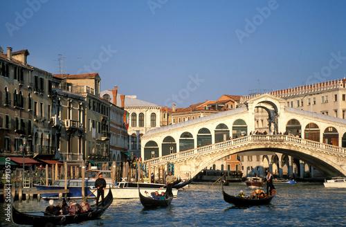 Fototapeta miasto   wenecja-most-rialto-grand-canal-gondole-miejsca-kopiowania