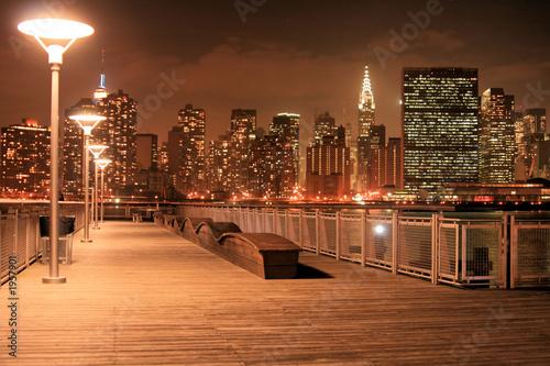 panorame-manhattanu-w-nocy