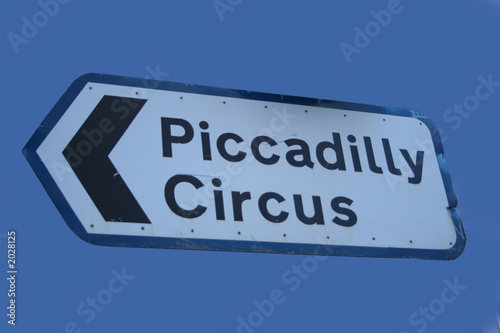 Photo  piccadilly circus road sign
