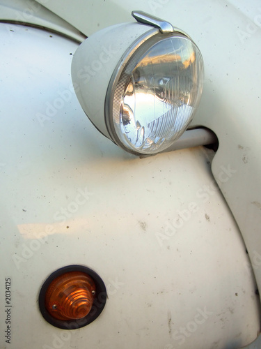 Photo  citroen 2cv headlight