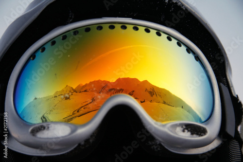 fototapeta na lodówkę mountains reflected in glasses