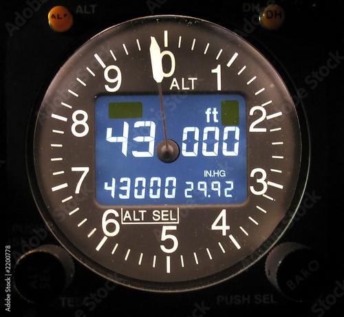 Photo electronic altimeter