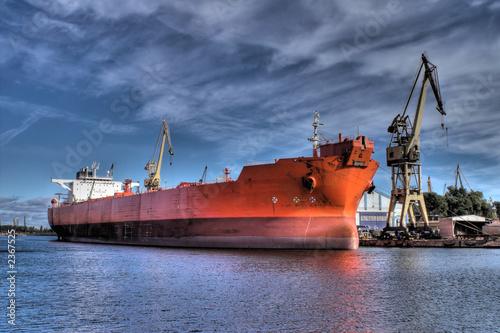 dlugi-czerwony-statek-wysoki-zakres-dynamiki