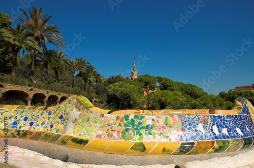 Cuadros en Lienzo antoni gaudi hause and ceramic bench in park guell