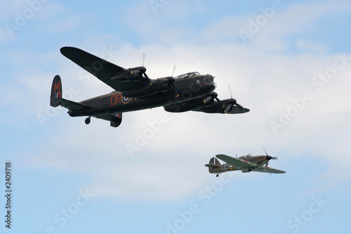 Photographie lancaster and hurricane.