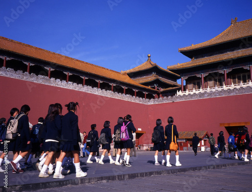 Keuken foto achterwand Peking schoolgirls visiting the forbidden city beijing