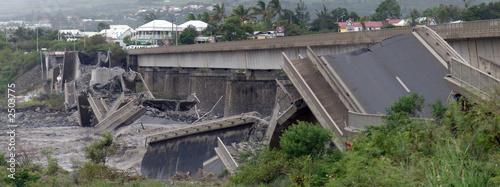 Fotografia  pont écroulé