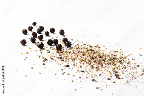 whole and ground black pepper close-up